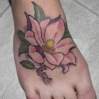 elegante fiore magnolia pallida rosa tatuaggio su piede