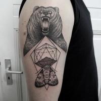 aggressivo orso nero e geometrico tatuaggio per uomo a mezza manica