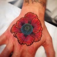 Schöne Mohnblume Tattoo an der Hand