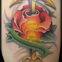 fantastico ancoraggio - chiave piercing rosa tatuaggio su coscia