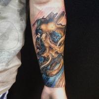Goldenes Totenkopf Tattoo am Unterarm
