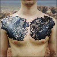Grain rino e toro tatuaggi sul petto