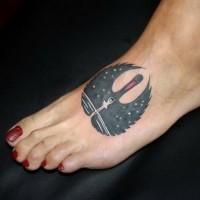 grande nero e bianco cigna ballerina tatuaggio su piede