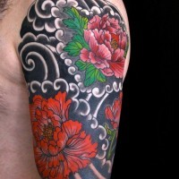 Oberarm tattoo bunt