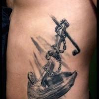 enorme ancora di legno in catena bianco e nero tatuaggio per uomo su costolette