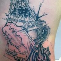 interesante disegno testa zebra macchima fotografica griffo di chitarra e costruzzione tatuaggio lato