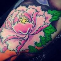 petali interessanti di fiore peonia tatuaggio a mezza manica