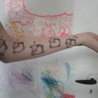 Einfaches Arm Tattoo mit süßen Schafen
