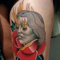 Nuevo estilo de escuela pintado por Mariusz Trubisz tatuaje de muslo de mujer con ojos llameantes y rosa