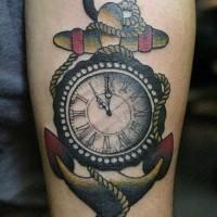 vecchia scuola ancora con orologio tatuaggio su braccio
