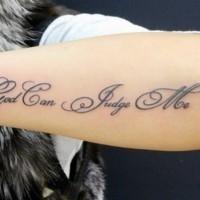 Tatuaje en el antebrazo, sólo Dios puede juzgarme
