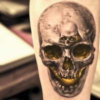 Crânio realista com tatuagem pequena caveira para homens