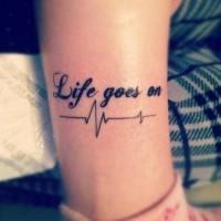 Tatuaje  de la vida continua y cardiograma