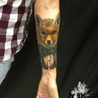 Stylischer Fuchs mit Brillen-Tattoo am Unterarm