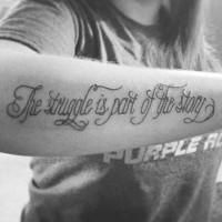 Tatuaje en el antebrazo, la lucha es parte de la historia