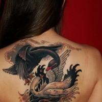 traggico combatimento cigni bianco e nero tatuaggio su schiena