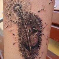 Nicht farbiges Bein Tattoo von  Zeichentrickigel mit Löwenzahnblume