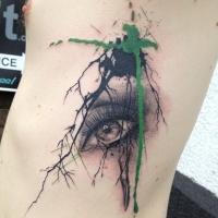 Tatuaggio colorato stile acquerello di un bellissimo occhio femminile