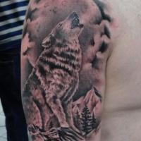 Tatuaggio sul deltoide il lupo che ulula