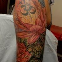 bellissimi fiori giapponese con segnale tatuaggio a mezza manica