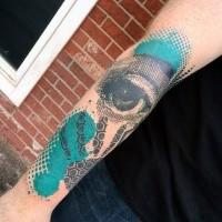 Abstrakter Stil farbiges Unterarm Tattoo des menschlichen Auges mit Ornamenten