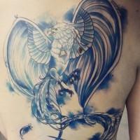Genaues blau gefärbtes sehr detailliertes mystisches Rücken Tattoo mit Phoenix-Vogel
