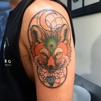Accurate old school colored fox tattoo on shoulder combined with dream catcher and diamond
