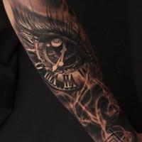 accurato dipinto particolare orologio a forma occhio nero  tatuaggio avambraccio