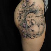 adorabile carini conigli tatuaggio sulla coscia