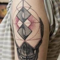 aliene colorato cranio con figura geometrica tatuaggio su spalla