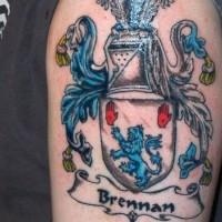 brennan stupefacente stemma di famiglia tatuaggio a mezza manica