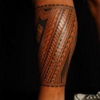 Erstaunliches Maoritattoo auf dem Bein