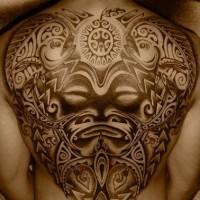 incredibile polinesiano tatuaggio sulla schiena