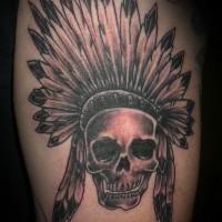 nativo americano massiccio indianocranio tatuaggio su coscia