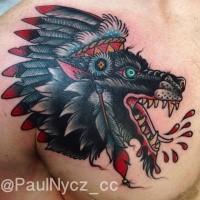 Amerikanischer traditioneller Stil der alten Schule gefärbter verrückter blutiger Indianerhäuptling Wolf Tattoo auf der Brust und Schulter