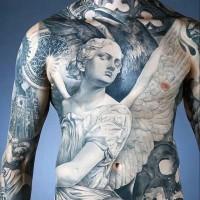 Antiker Stil schwarze und weiße Engelsstatuen Tattoo am ganzen Körper mit alten Kathedralen