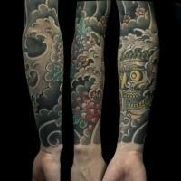 Orientalstil farbiger Ärmel Tattoo des Teufels mit Chrysantheme in den Wasserwellen