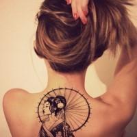 stile asiatico grande bianco e nero  geisha tatuaggio pieno di schiena