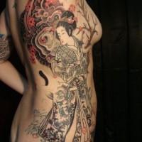 stile asiatico dettagliato multicolore geisha con grandi fiori tatuaggio su lato