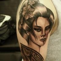 Tatuaje en el brazo, geisha apacible bella