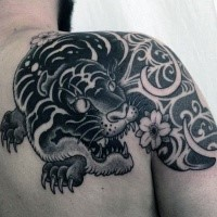 Asian Traditional Style schwarze Tinte Schulter Tattoo Fantasy-Tiger stilisiert mit Blumen