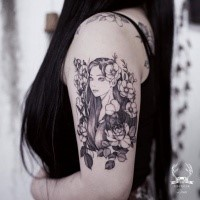 Asian traditional style shoulder tattoo of beautiful woman with flowers by Zihwa