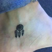 carino piccolo cacciatore dei sogni tatuaggio su caviglia