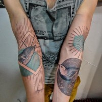 Tatuaggio carino sui bracci gli uccelli & il sole