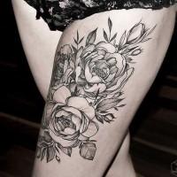 eccezionale bianco e nero grande floreale tatuaggio su coscia
