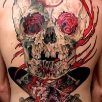 impressionante cranio bianco rosso con skateboards tatuaggio su tutta sciena