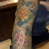 eccezionale farfalla con  modello colorato tatuaggio a mezza manica