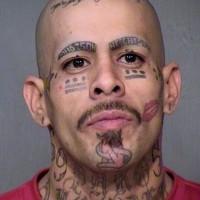 eccezionale tatuaggio su faccia per uomo