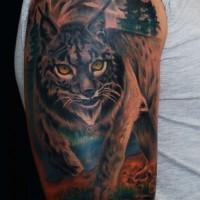 Tolle große wilde lebendige Katze mit gelben Augen Tattoo an der Schulter