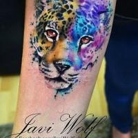 Wunderbares Panthers Porträt farbiges Tattoo am Unterarm von Javi Wolf im Aquarell Stil